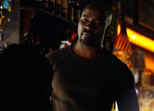 luke-cage-offers-to-help-in-new-jessica-jones-trailer